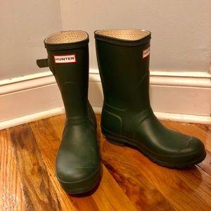 Practically new Hunter Original Short Rain Boots!